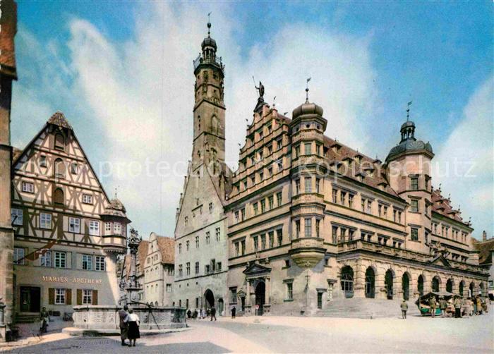 AK / Ansichtskarte Rothenburg Tauber Rathaus Brunnen Apotheke Fachwerkhaus Kat. Rothenburg ob der Tauber