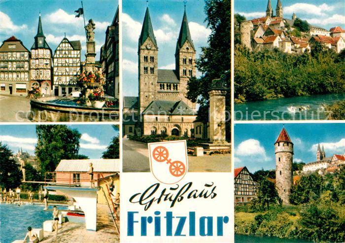 AK / Ansichtskarte Fritzlar Brunnen Fachwerk Kirche Freibad Turm Partie am Fluss Kat. Fritzlar