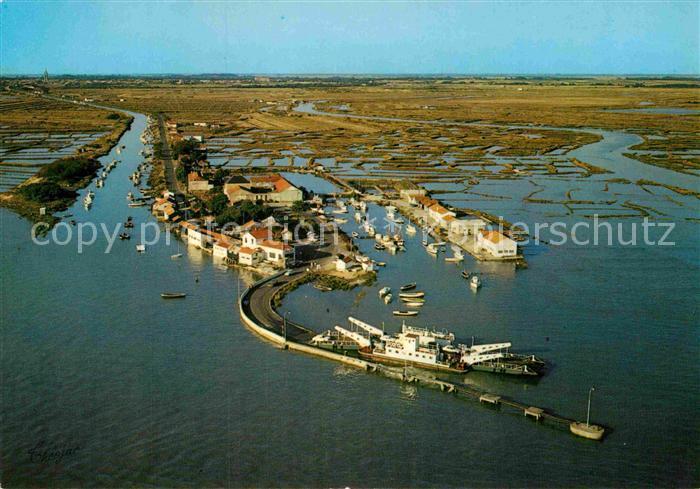 AK / Ansichtskarte Marennes Charente Maritime Fliegeraufnahme La Cayenne Port Les Claires Kat. Marennes