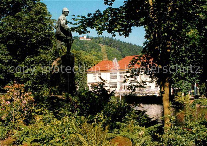AK / Ansichtskarte Bad Lauterberg Wissmann Denkmal mit Kurhaus und Hausberg Kat. Bad Lauterberg im Harz