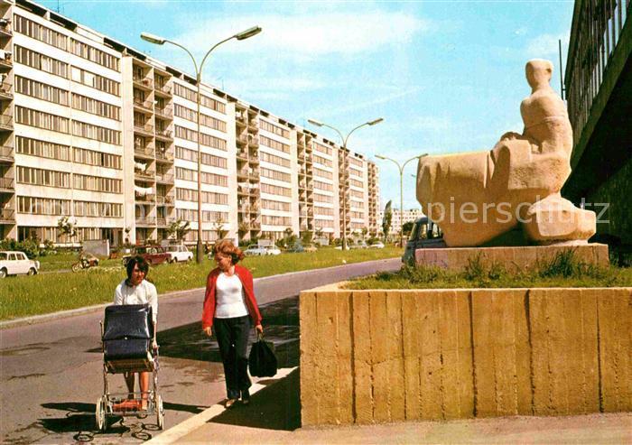 AK / Ansichtskarte Praha Prahy Prague Pankrac I Hochhaeuser Siedlung Statue Kat. Praha