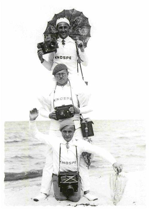 AK / Ansichtskarte Fotograf Fotokunst Hans Knospe und Gehilfen Fotoapparat Kat. Fotografie