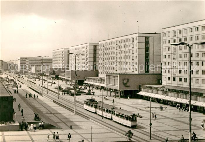AK / Ansichtskarte Strassenbahn Magdeburg Karl Marx Strasse  Kat. Strassenbahn