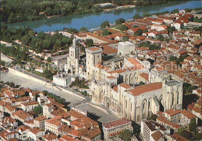 AK / Ansichtskarte Avignon Vaucluse Vue aerienne Le Palais des Papes et la Cathedrale ND des Doms Kat. Avignon