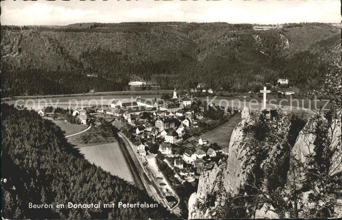AK / Ansichtskarte Beuron Donautal Blick auf Kloster mit Peterfelsen Kreuz Kat. Beuron