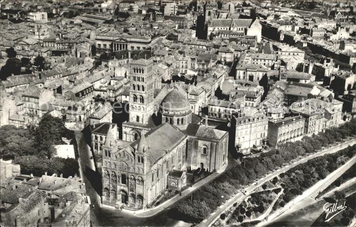 AK / Ansichtskarte Angouleme Cathedrale Saint Pierre XII siecle vue aerienne Kat. Angouleme