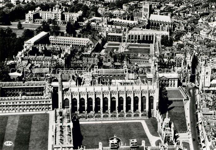 AK / Ansichtskarte Cambridge Cambridgeshire Great Court of Kings College aerial view