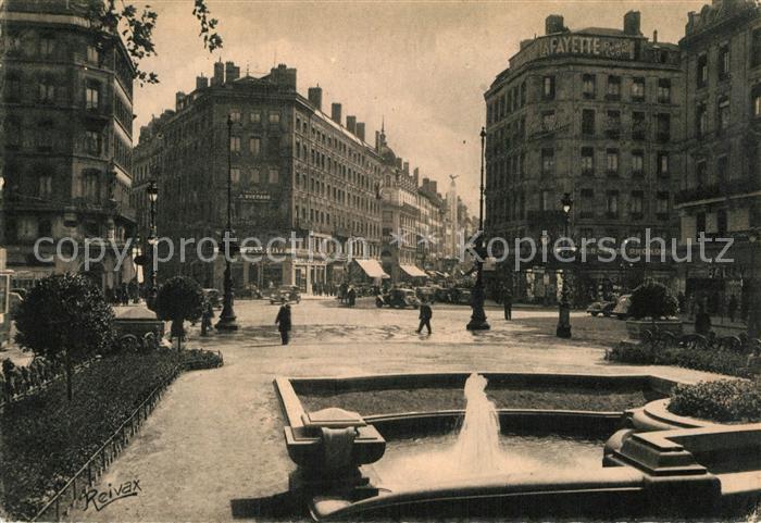 AK / Ansichtskarte Lyon France Place et rue de la Republique Kat. Lyon