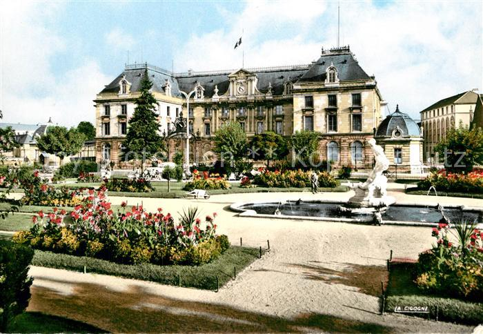 AK / Ansichtskarte Troyes Aube La Prefecture et le Jardin Fontaine Statue Kat. Troyes