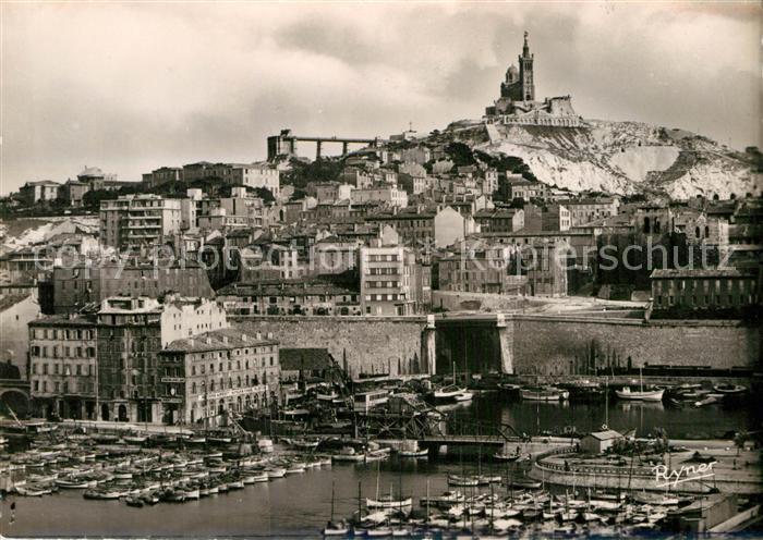 AK / Ansichtskarte Marseille Bouches du Rhone Bassin du Carenage Port au fond Basilique de Notre Dame de la Garde