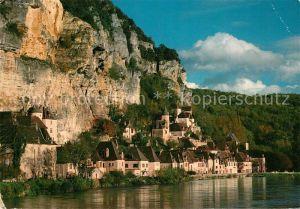 AK / Ansichtskarte La Roque Gageac Les maisons aux murs blonds coiffes de tuiles brunes et adossees a la falaise se mirent dans l'eau de la riviere Kat. La Roque Gageac
