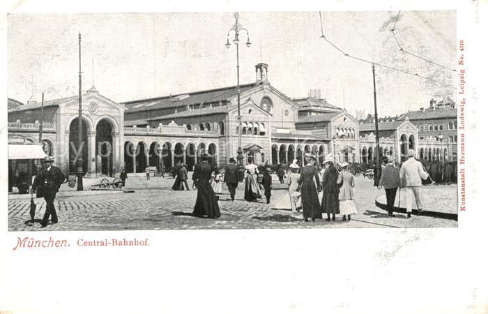 AK / Ansichtskarte Muenchen Zentral Bahnhof Kat. Muenchen