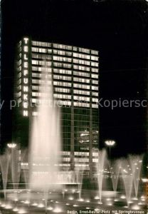 AK / Ansichtskarte Berlin Ernst Reuter Platz mit Springbrunnen Nachtaufnahme Kat. Berlin
