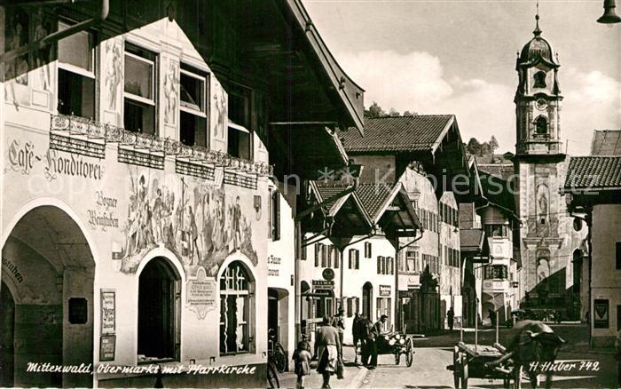 AK / Ansichtskarte Mittenwald Bayern Obermarkt mit Pfarrkirche Cafe Konditorei Fassadenmalerei Huber Karte Nr 742 Kat. Mittenwald