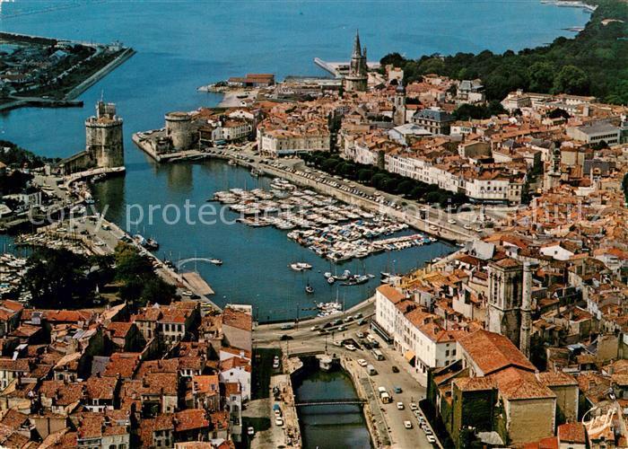 AK / Ansichtskarte La Rochelle Charente Maritime Eglise Saint Sauveur Tours Saint Nicolas  Kat. La Rochelle