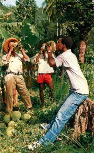 AK / Ansichtskarte Martinique En buvant des noix de coco Kat. Martinique