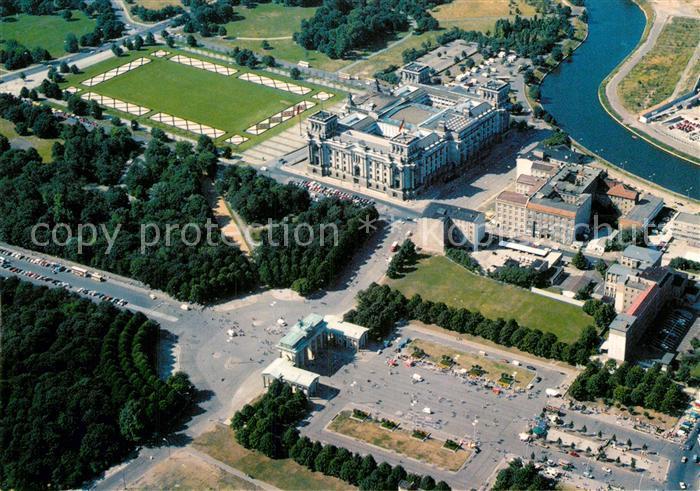 AK / Ansichtskarte Berlin Fliegeraufnahme Reichstag und Brandenburger Tor Kat. Berlin