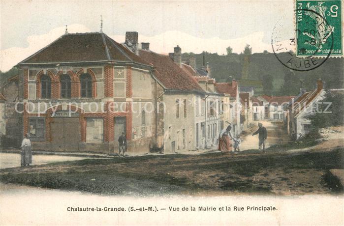 AK / Ansichtskarte Chalautre la Grande Vue de la Mairie Rue Principale  Kat. Chalautre la Grande