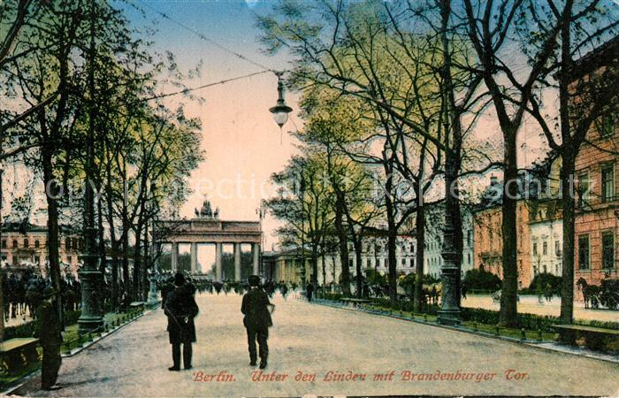 AK / Ansichtskarte Berlin Unter den Linden mit Brandenburger Tor Kat. Berlin