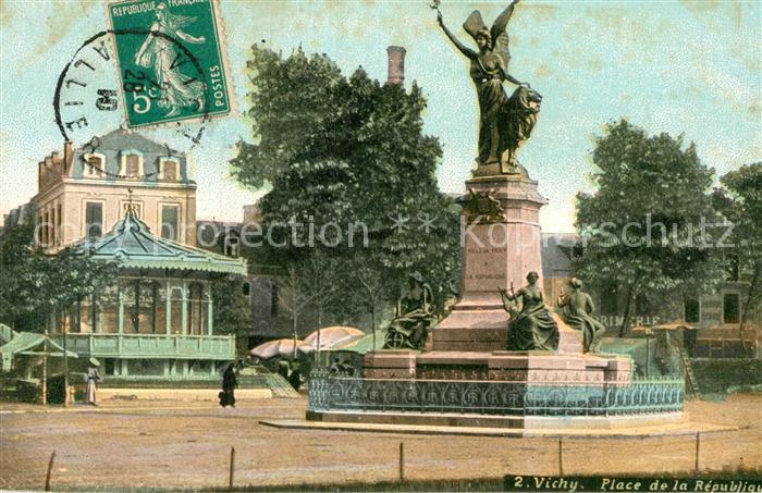 AK / Ansichtskarte Vichy Allier Place de la Republique Monument Kat. Vichy