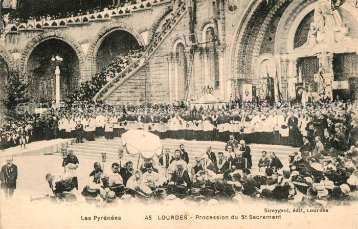 AK / Ansichtskarte Lourdes Hautes Pyrenees Procession du Saint Sacrement Kat. Lourdes