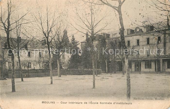 AK / Ansichtskarte Moulins Allier Cour interieure de l Ecole Normale d Instituteurs Kat. Moulins