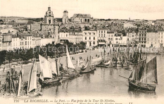 AK / Ansichtskarte La Rochelle Charente Maritime Le Port vue prise de la Tour Saint Nicolas Kat. La Rochelle