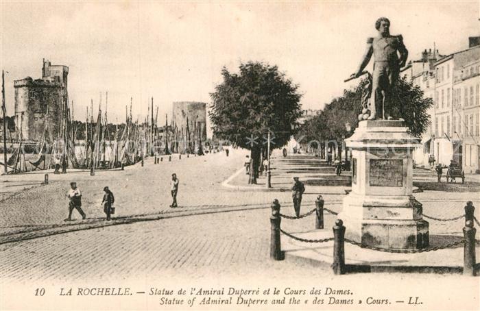 AK / Ansichtskarte La Rochelle Charente Maritime Statue de l Amiral Duperre et Cours des Dames Monument Kat. La Rochelle