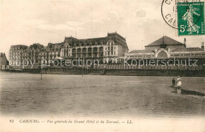 AK / Ansichtskarte Cabourg Vue generale du Grand Hotel et du Kursaal Plage Kat. Cabourg