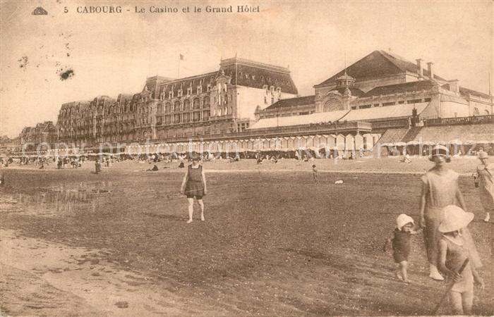AK / Ansichtskarte Cabourg Casino et Grand Hotel Plage Kat. Cabourg
