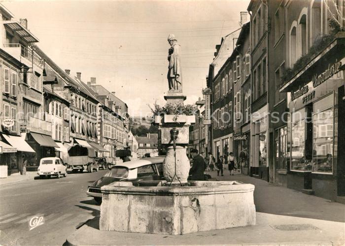 AK / Ansichtskarte Saint Avold Rue Hirschauer et la Fontaine Kat. Saint Avold