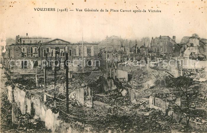 AK / Ansichtskarte Vouziers Vue generale de la Place Carnot apres la Victoire Ruines Grandes Guerre 1. Weltkrieg Kat. Vouziers