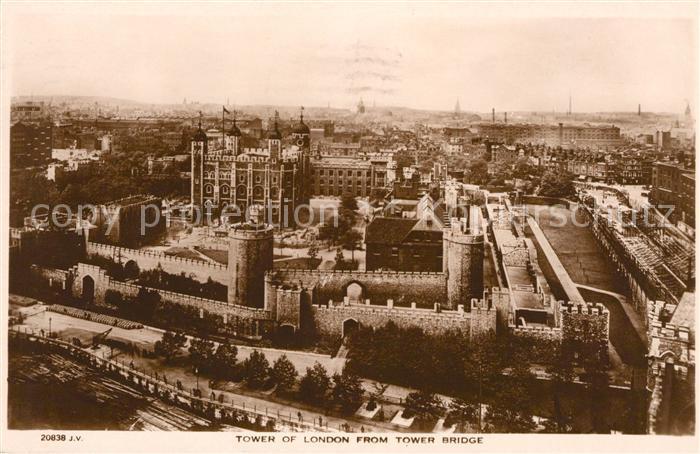 AK / Ansichtskarte London Tower of London from Tower Bridge Kat. City of London