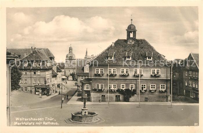 AK / Ansichtskarte Waltershausen Gotha Marktplatz mit Rathaus Brunnen Kat. Waltershausen