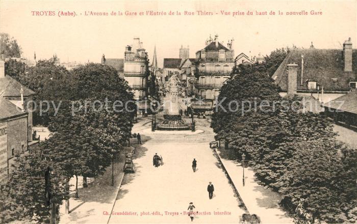 AK / Ansichtskarte Troyes Aube Avenue de la Gare Entree de la Rue Thiers Kat. Troyes