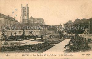 AK / Ansichtskarte Troyes Aube Les Jardins de la Prefecture et la Cathedrale Kat. Troyes
