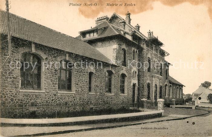 AK / Ansichtskarte Plaisir Mairie et Ecoles Kat. Plaisir