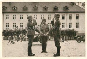 AK / Ansichtskarte Militaria Wehrmacht Rekrutenvereidigung  Kat. WK2
