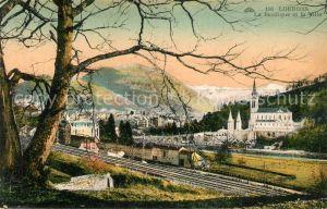AK / Ansichtskarte Lourdes Hautes Pyrenees La Basilique et la Ville Chemin de fer Montagnes Kat. Lourdes