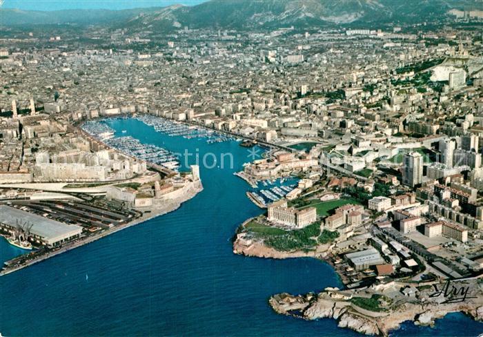 AK / Ansichtskarte Marseille Bouches du Rhone Vue generale du Vieux Port Vue Aerienne