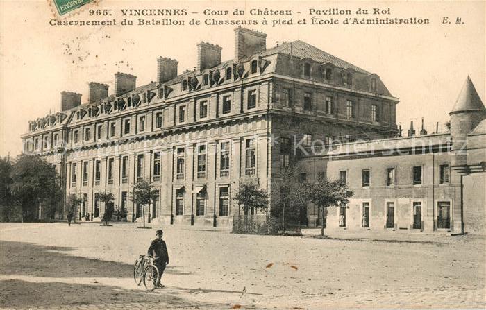 AK / Ansichtskarte Vincennes Cour du Chateau Pavillon du Roi Kat. Vincennes
