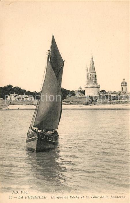 AK / Ansichtskarte La Rochelle Charente Maritime Barque de Peche et la Tour de la Lanterne Kat. La Rochelle