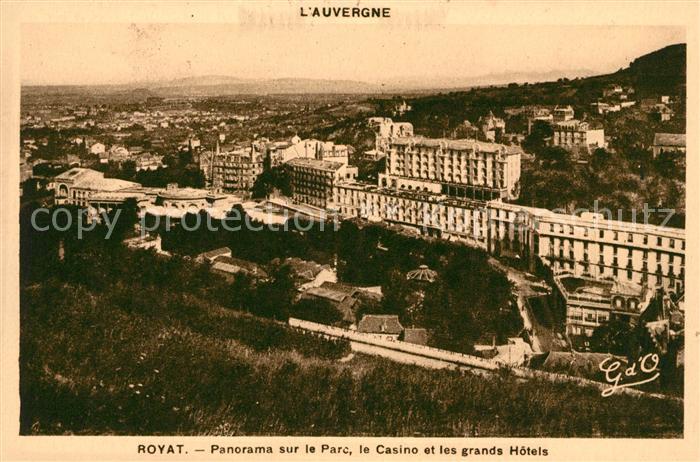 AK / Ansichtskarte Royat les Bains Panorama sur le Parc le Casino et les grands Hotels