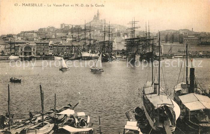 AK / Ansichtskarte Marseille Bouches du Rhone Le Vieux Port et ND de la Garde