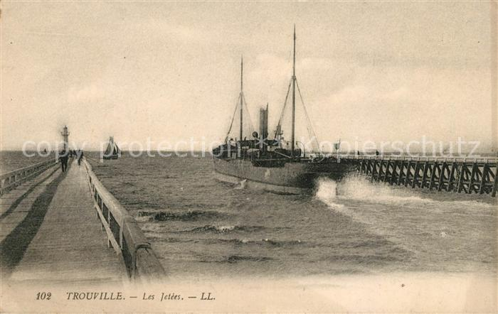 AK / Ansichtskarte Trouville sur Mer Les Jetees Bateau Kat. Trouville sur Mer