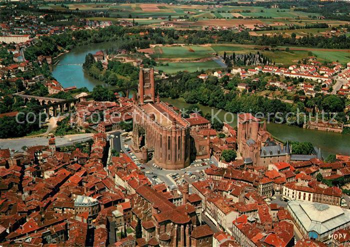 AK / Ansichtskarte Albi Tarn Basilique Sainte Cecile Palais de la Berbie Musee Toulouse Lautrec Eglise et le Cloitre St Salvy Fliegeraufnahme Kat. Albi
