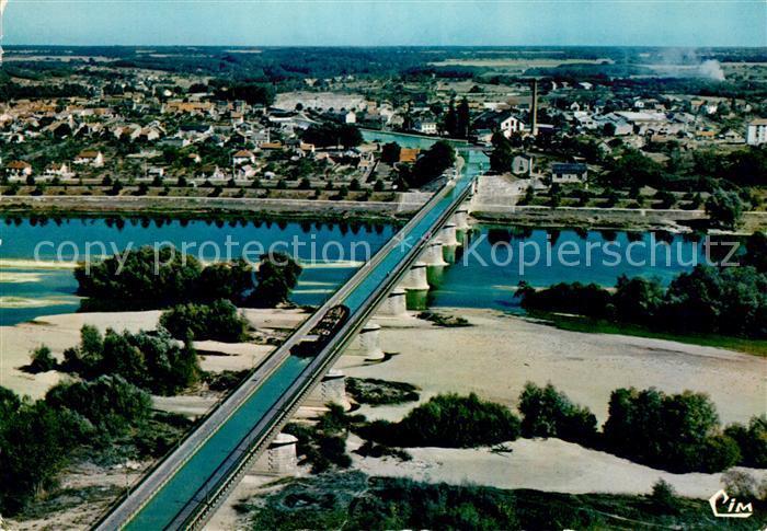 AK / Ansichtskarte Briare Vue aerienne Le Pont Canal sur la Loire Kat. Briare