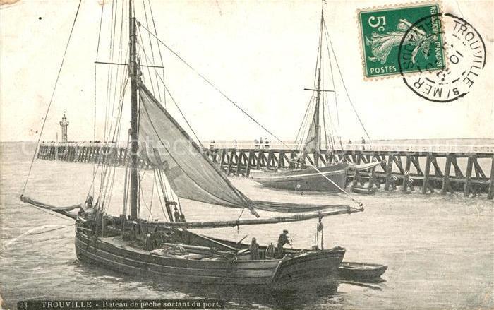 AK / Ansichtskarte Trouville sur Mer Bateau de peche sortant du port Kat. Trouville sur Mer