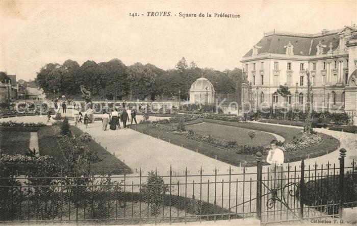 AK / Ansichtskarte Troyes Aube Square de la Prefecture Kat. Troyes