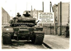 AK / Ansichtskarte Militaria Panzer US Panzer Checkpoint Charlie Berlin Friedrichstrasse 1961